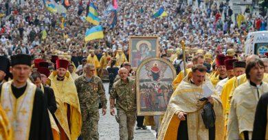 В Киеве завершился крестный ход ПЦУ во главе с Епифанием в честь дня Крещения Руси Читайте подробнее: http://hub1news.com/%d0%b2-%d0%ba%d0%b8%d0%b5%d0%b2%d0%b5-%d0%b7%d0%b0%d0%b2%d0%b5%d1%80%d1%88%d0%b8%d0%bb%d1%81%d1%8f-%d0%ba%d1%80%d0%b5%d1%81%d1%82%d0%bd%d1%8b%d0%b9-%d1%85%d0%be%d0%b4-%d0%bf%d1%86%d1%83-%d0%b2%d0%be/