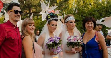 В Украине состоялась первая лесбийская свадьба (видео) Читайте подробнее: http://hub1news.com/%d0%b2-%d1%83%d0%ba%d1%80%d0%b0%d0%b8%d0%bd%d0%b5-%d1%81%d0%be%d1%81%d1%82%d0%be%d1%8f%d0%bb%d0%b0%d1%81%d1%8c-%d0%bf%d0%b5%d1%80%d0%b2%d0%b0%d1%8f-%d0%bb%d0%b5%d1%81%d0%b1%d0%b8%d0%b9%d1%81%d0%ba/