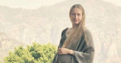 Не ходите девки замуж за буржуйских упырей. Украина оказалась в центре международного скандала с «похищением» ребенка Читайте подробнее: http://hub1news.com/%d0%bd%d0%b5-%d1%85%d0%be%d0%b4%d0%b8%d1%82%d0%b5-%d0%b4%d0%b5%d0%b2%d0%ba%d0%b8-%d0%b7%d0%b0%d0%bc%d1%83%d0%b6-%d0%b7%d0%b0-%d0%b1%d1%83%d1%80%d0%b6%d1%83%d0%b9%d1%81%d0%ba%d0%b8%d1%85-%d1%83%d0%bf/