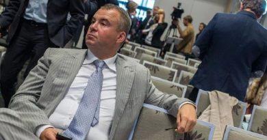 Скандального Свинарчука-Гладковского задержали при попытке покинуть Украину Читайте подробнее: http://hub1news.com/%d1%81%d0%ba%d0%b0%d0%bd%d0%b4%d0%b0%d0%bb%d1%8c%d0%bd%d0%be%d0%b3%d0%be-%d1%81%d0%b2%d0%b8%d0%bd%d0%b0%d1%80%d1%87%d1%83%d0%ba%d0%b0-%d0%b3%d0%bb%d0%b0%d0%b4%d0%ba%d0%be%d0%b2%d1%81%d0%ba%d0%be%d0%b3/