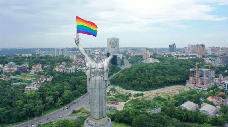 Они смеялись над Родиной. Зачем главный монумент Киева одели в цвета ЛГБТ накануне 22 июня Читайте подробнее: https://hub1news.com/%d0%9e%d0%bd%d0%b8-%d1%81%d0%bc%d0%b5%d1%8f%d0%bb%d0%b8%d1%81%d1%8c-%d0%bd%d0%b0%d0%b4-%d0%a0%d0%be%d0%b4%d0%b8%d0%bd%d0%be%d0%b9-%d0%97%d0%b0%d1%87%d0%b5%d0%bc-%d0%b3%d0%bb%d0%b0%d0%b2%d0%bd%d1%8b/
