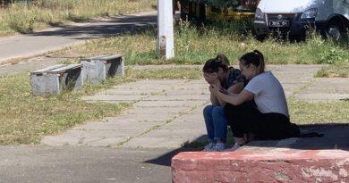 В Киеве под сборным пунктом плачут матери, чьих сыновей удерживают внутри Читайте подробнее: https://hub1news.com/%d0%92-%d0%9a%d0%b8%d0%b5%d0%b2%d0%b5-%d0%bf%d0%be%d0%b4-%d1%81%d0%b1%d0%be%d1%80%d0%bd%d1%8b%d0%bc-%d0%bf%d1%83%d0%bd%d0%ba%d1%82%d0%be%d0%bc-%d0%bf%d0%bb%d0%b0%d1%87%d1%83%d1%82-%d0%bc%d0%b0%d1%82/