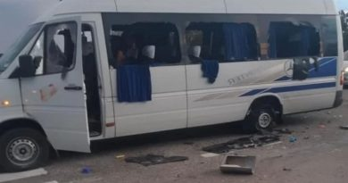 В сети появилось видео нападения на микроавтобус с людьми под Харьковом. Видео 18+