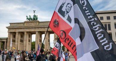 В столице Германии более 30 тысяч человек вышли на протесты против карантина. Видео