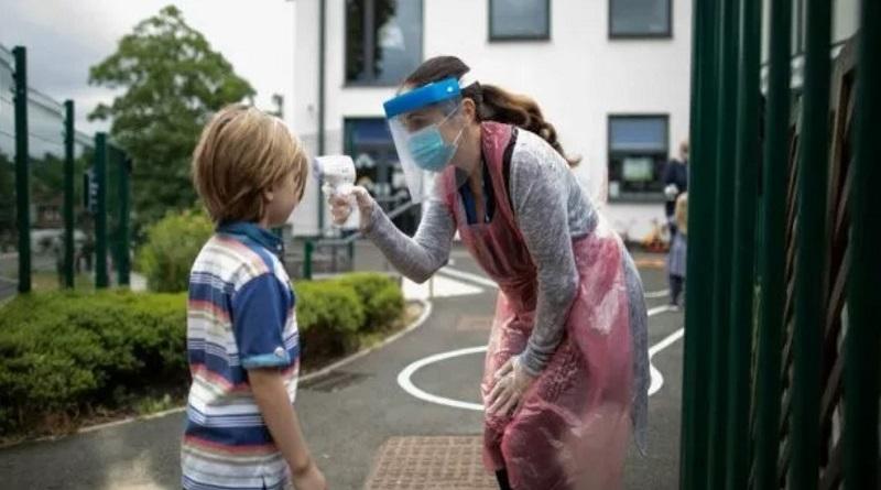 Будут ли школьники покупать маски за свои средства: ответ МОН