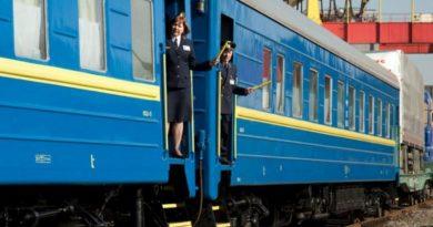 """Укрзализныця закрывает продажу билетов: список станций """"красных"""" зон"""