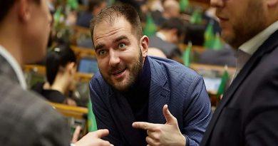 Депутат Юрченко прибыл на допрос и дает показания – в НАБУ заявили о существовании ОПГ депутатов-взяточников
