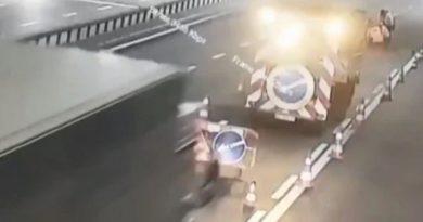 В Киеве фура влетела в бригаду дорожников. ВИДЕО