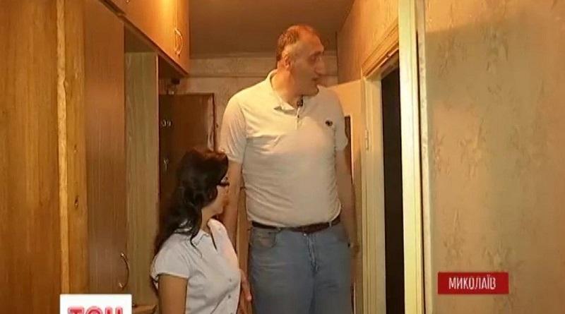 В Николаев приехал гигант Виктор Заболотный с ростом в 2 метра 35 сантиметров