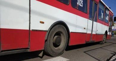 Это не мистика. Мужчина сам залез под троллейбус: появилось еще одно видео с места ДТП на Намыве