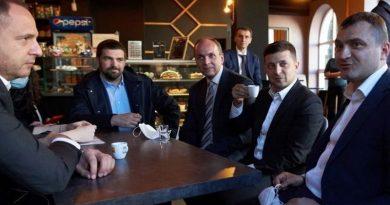 КСУ открыл производство по делу о нарушении карантина президентом Зеленским