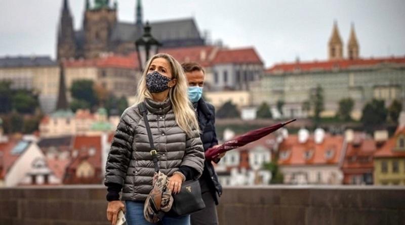 В Чехии суд отменил обязанность носить маски на улице