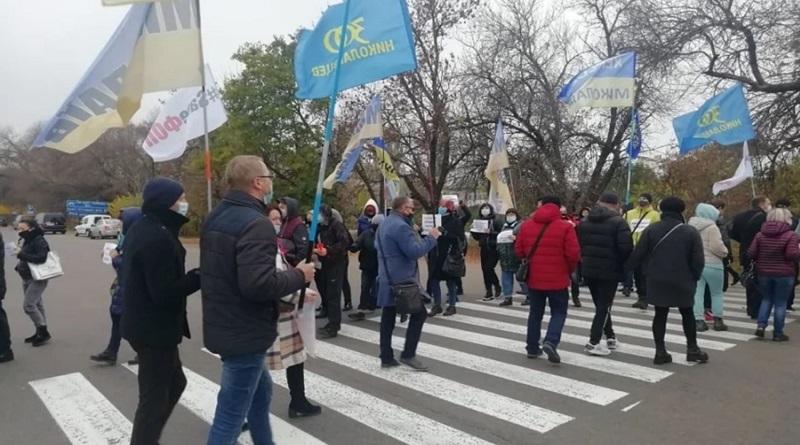 В Николаеве предприниматели перекрыли трассу на Одессу