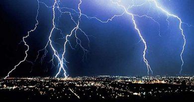 Ученые смогли управлять молнией с помощью лазера