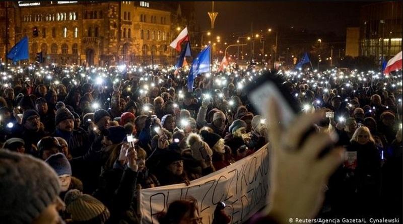 Правительство Польши приостановило введение в действие решения о запрете абортов
