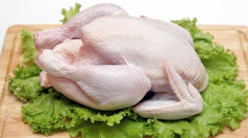 Обнаружены паразиты и бактерии: названы части курицы, которые лучше не есть
