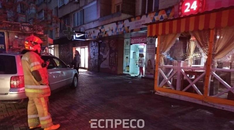 В Киеве мужчина захватил вареничную