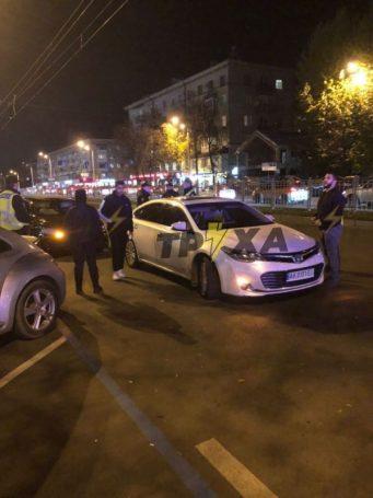В Харькове водитель на скорости снес четырех пешеходов на островке безопасности. ВИДЕО