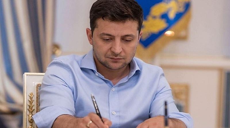Президент Зеленский запретил судам под флагами России появляться на водных путях и в портах Украины