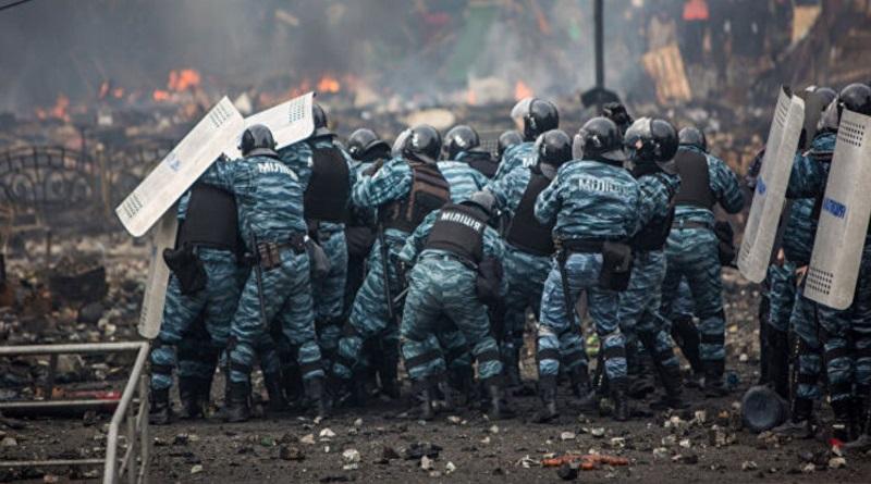 """Из-за клеветы на """"Беркут"""". Суд приказал МОН пересмотреть историю Майдана в учебниках за 5-11 классы. Список"""