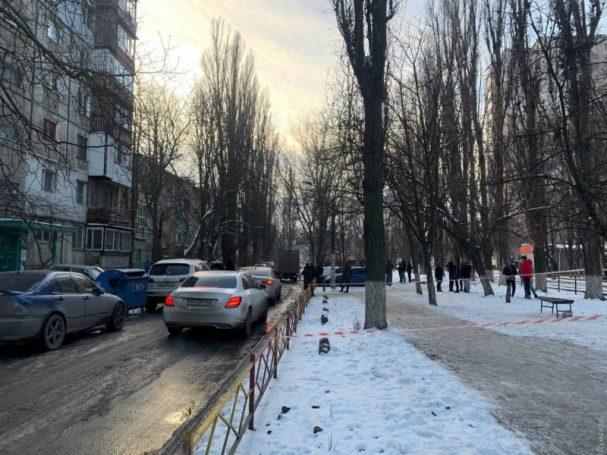 В Одессе неадекват убил двух человек: одному отрезал голову, второму вспорол живот