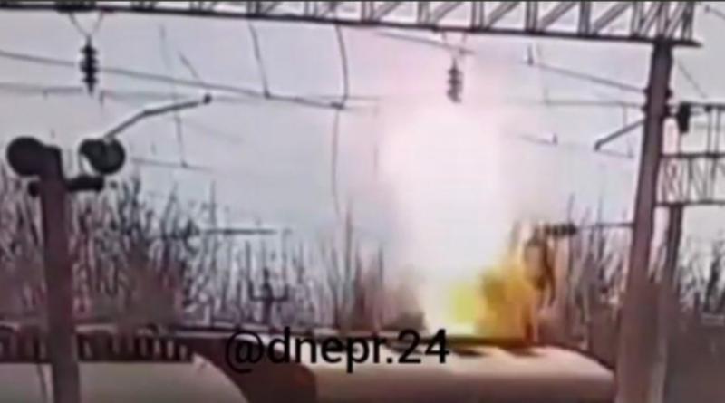 В Одессе подросток взялся за высоковольтную линию и вспыхнул. ВИДЕО