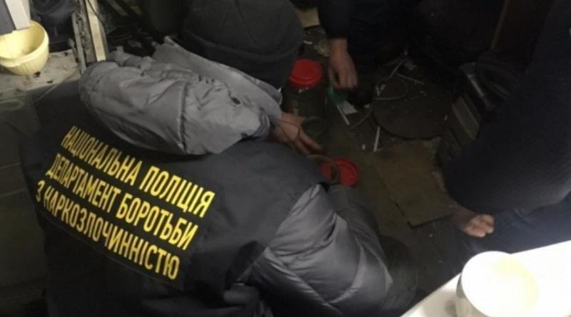 В фотомагазине Первомайска нашли марихуану на 100 тысяч гривен