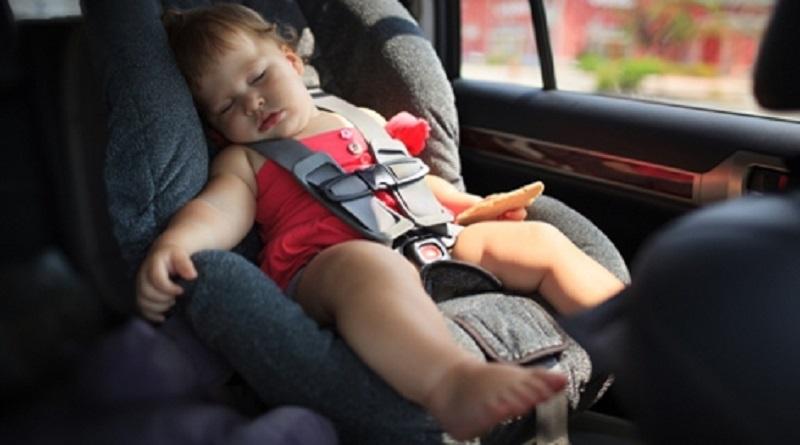 Кабмин изменил требования к перевозке детей на автокреслах