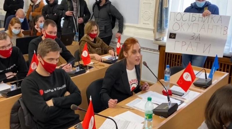 На сессии в Николаеве «сцепились» глава фракции «Партия Шария» и представитель «Нацкорпуса»