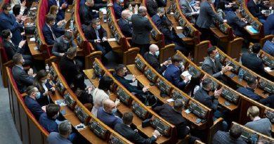 «Слуга народа» инициирует проведение внеочередного заседания Рады из-за протестов
