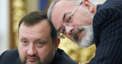 ЕС исключил Арбузова и Табачника из санкционного списка