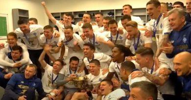 """Футболисты """"Динамо"""" в 16-й раз стали чемпионами Украины. Видео"""