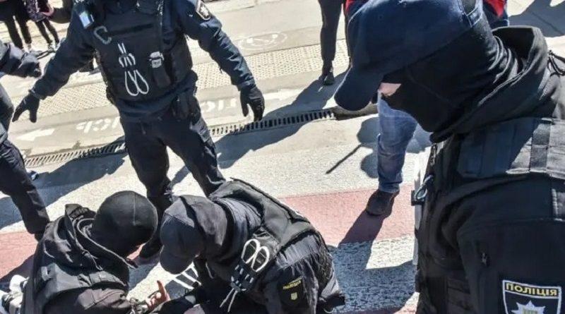 В Одессе подрались протестующие против высоких тарифов и полицейские