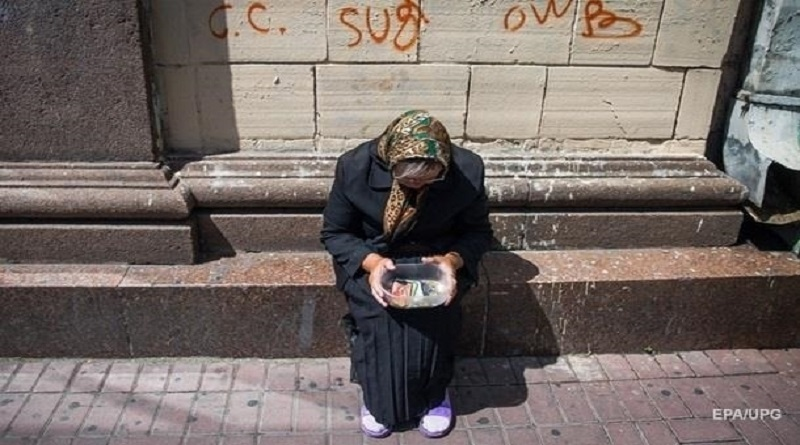 Более 42% работающих украинцев живут в бедности