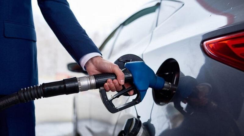 Бензин подешевел: как изменились ценники на АЗС в апреле