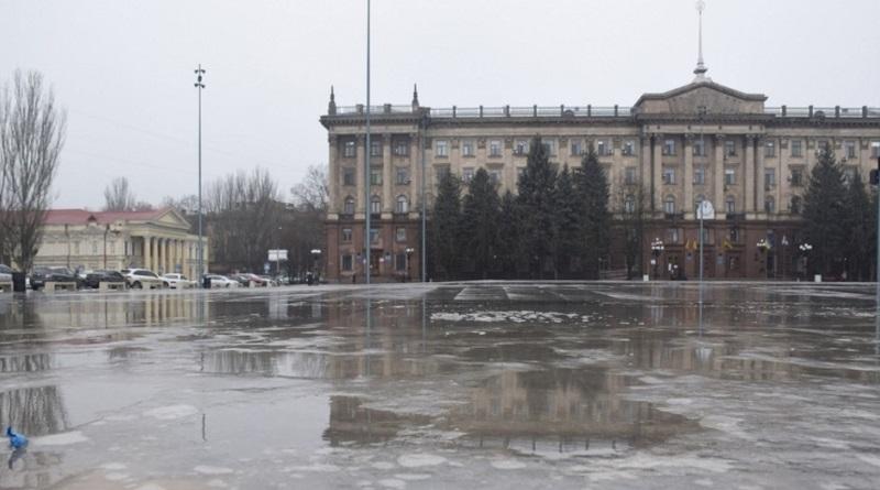 На главной площади Николаева около 1000 исполнителей споют гимн Украины