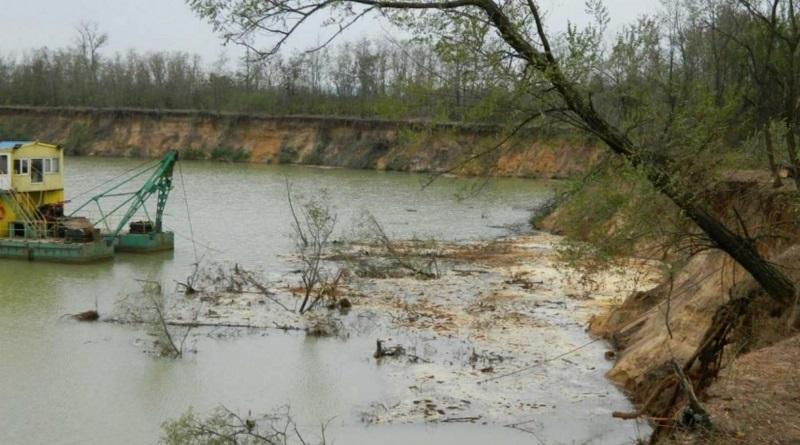 Незаконная добыча песка в Николаевской области: директору предприятия сообщили о подозрении