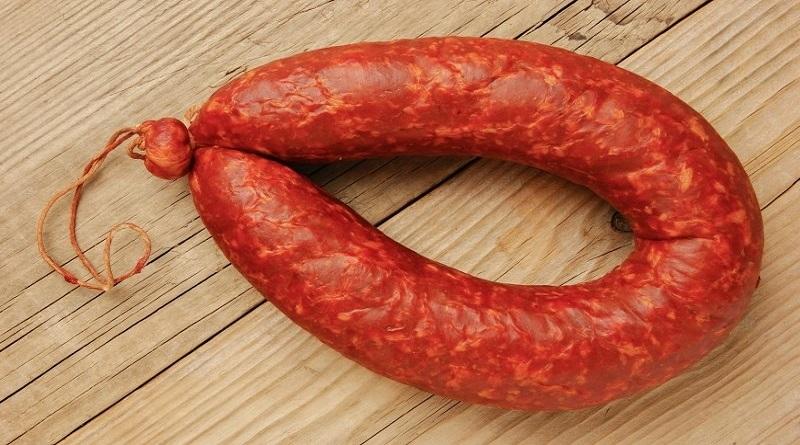 В Сумах в супермаркете продавали колбасу со стеклом, - СМИ