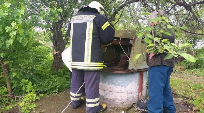 В Черкасской области женщина насмотрелась новостей и спряталась в колодец