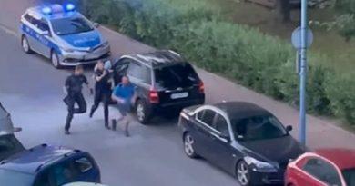 В Варшаве восемь патрульных задерживали украинца-нарушителя: он отбивался огнетушителем (видео)