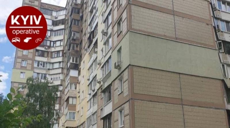 В Киеве с седьмого этажа выпал двухлетний ребенок