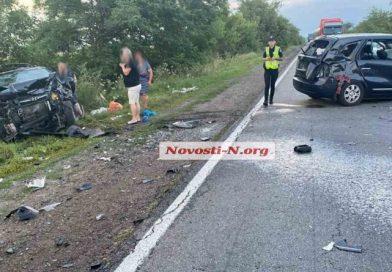На трассе Одесса – Николаев лоб в лоб столкнулись два автомобиля: трое пострадавших, огромная пробка