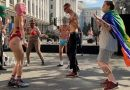 У Офиса Зеленского танцевали полуголые люди: под охраной полиции начался ЛГБТ-рейв (фото, видео)