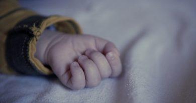 В Днепре в больнице умер двухлетний мальчик, которого отчим порезал ножом