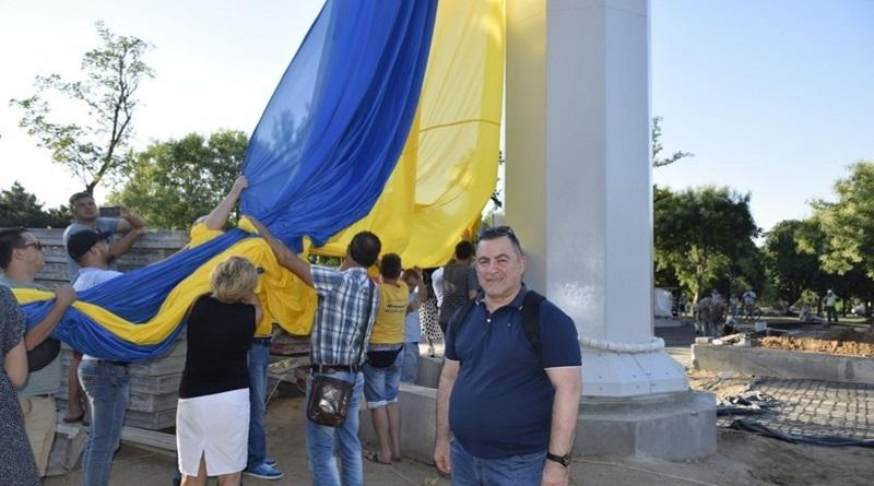 В Николаеве впервые подняли гигантский флаг Украины