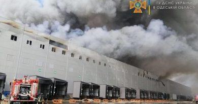 Под Одессой загорелись склады сети супермаркетов