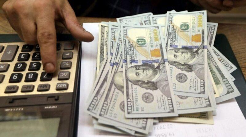 Крепкая гривна или заоблачный доллар: какого курса ждать украинцам в 2022 году