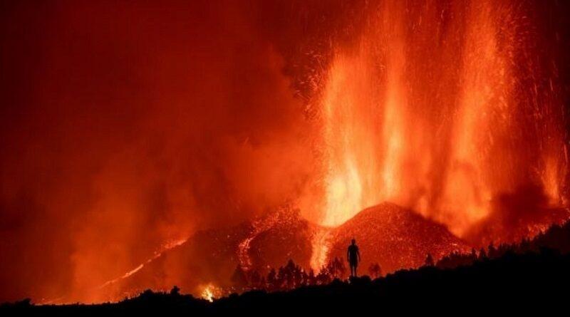 На Канарах произошло извержение вулкана - аэропорт острова Пальма закрыт