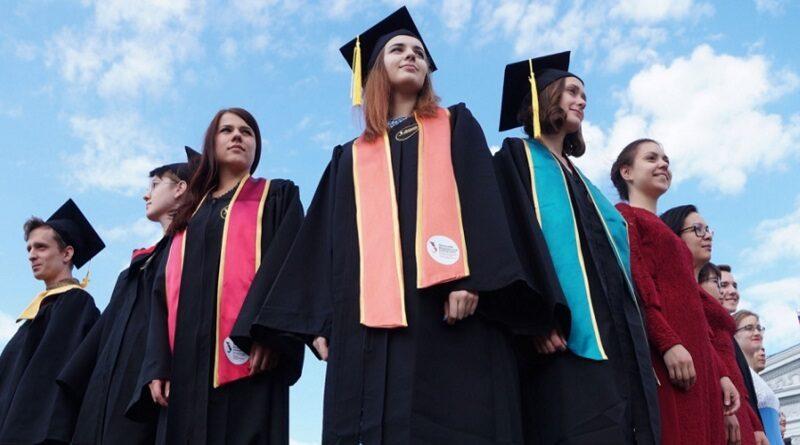 В Украине студентам повышают стипендии, - решение Кабмина