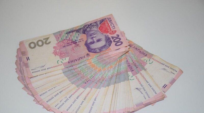 В Госстате посчитали, какую зарплату чаще всего получают украинцы